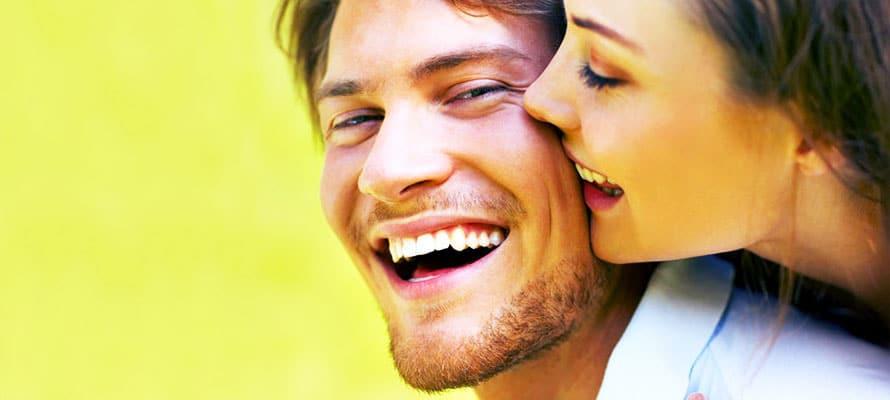 Ridere e sorridere per sedurre meglio