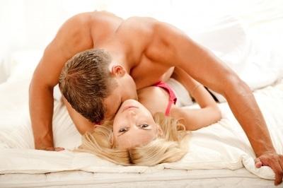 Ragazza dominata sessualmente dall'uomo