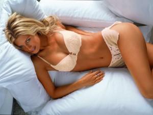 ragazza sexy in camera da letto