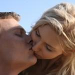 uomo bacia donna