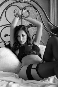 bondage donna legata al letto
